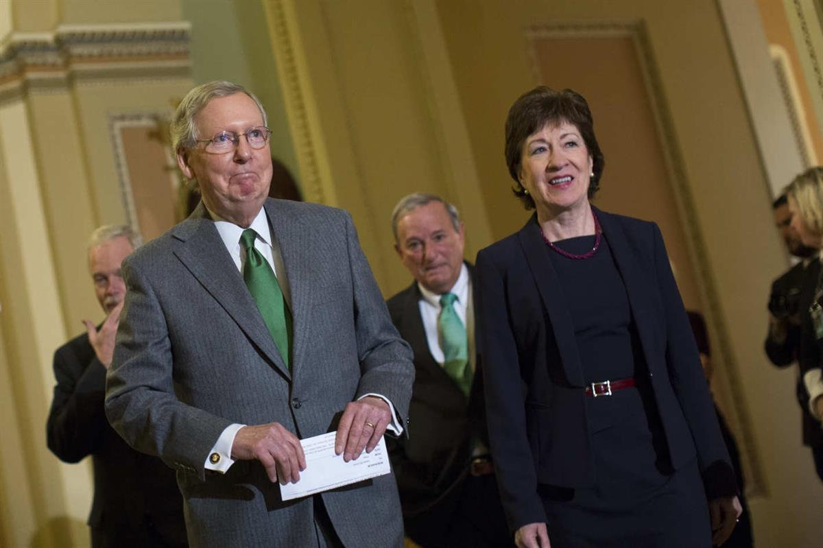 Senate Majority Leader Mitch McConnell stands with Senator Susan Collins, who is one of four Senate Republicans who remains to be against the new health care. (Credit: Drew Angerer/Bloomberg via Getty Images)