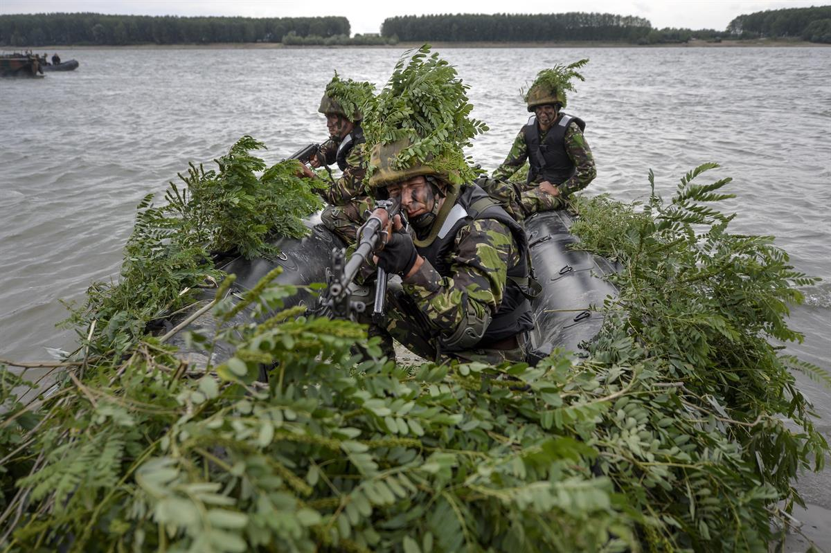 Romanian soldiers take part in a joint exercise with US troops during Argedava Saber 17, a stage in Saber Guardian 17 exercises, in Bordusani, Ialomita, Romania—Sunday, July 16, 2017. (AP/Andreea Alexandru)