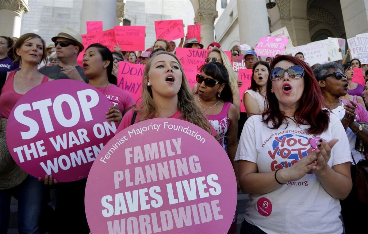 """Planned Parenthood supporters rally for women's access to reproductive health care on """"National Pink Out Day'' at Los Angeles City Hall—Sept. 9, 2015 (AP/Nick Ut,File)"""